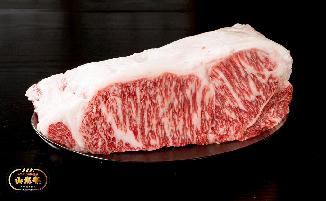 牛肉卸直営店の山形牛をすき焼き、しゃぶしゃぶ、焼肉、ステーキに。ご堪能ください。